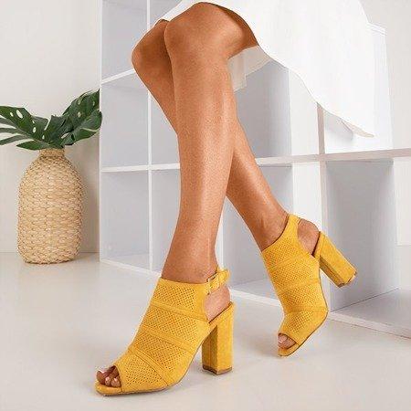 Жовті босоніжки на пості з ажурною обробкою Amberlu - Взуття