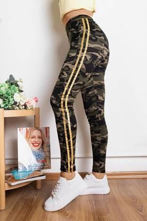 Жіночі камуфляжні трегі з золотими смужками - Одяг