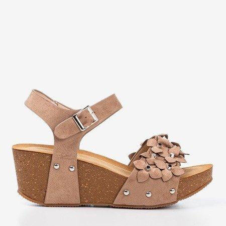 Світло-коричневі босоніжки на фасонах з декоративними квітами Флорестіна - Взуття 1