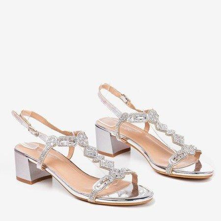 Срібні босоніжки на низькій стійці з фіанітами Doremia - Взуття