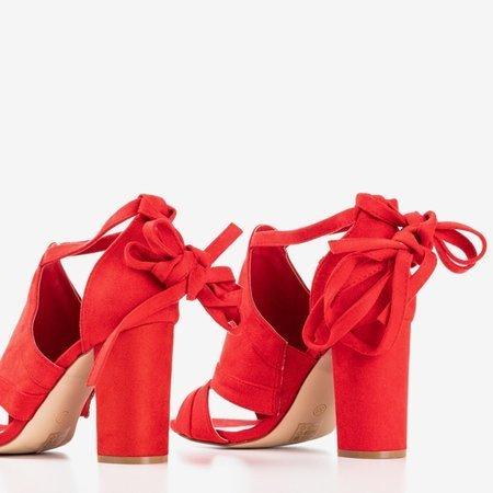 Червоні босоніжки на верхній посаді з верхньою ластиною - Взуття 1
