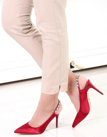 Czerwone sandałki na szpilce - Obuwie